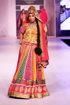 Stylish-Designer-Bridal-Lehenga-Designs-2017-By-Ritu-Kumar-3