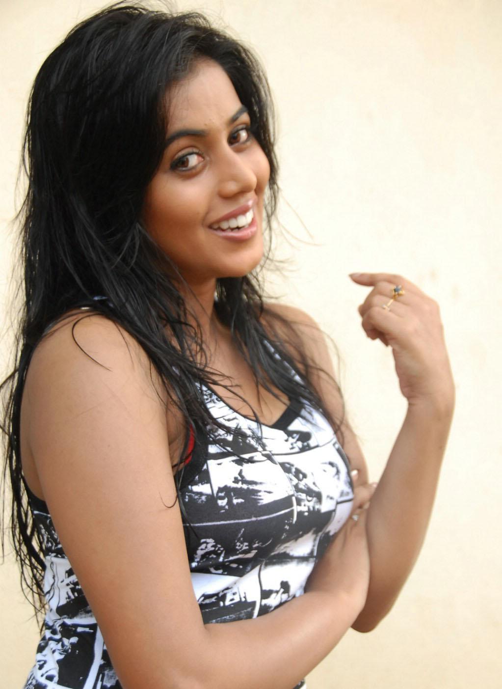 Cinegyan Shamna Kasim-Poorna Hot Pics-6892