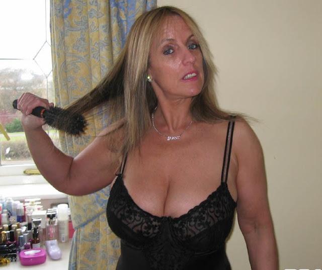 divina milf telefono erotico 899 211 261 ragazza hotline mature