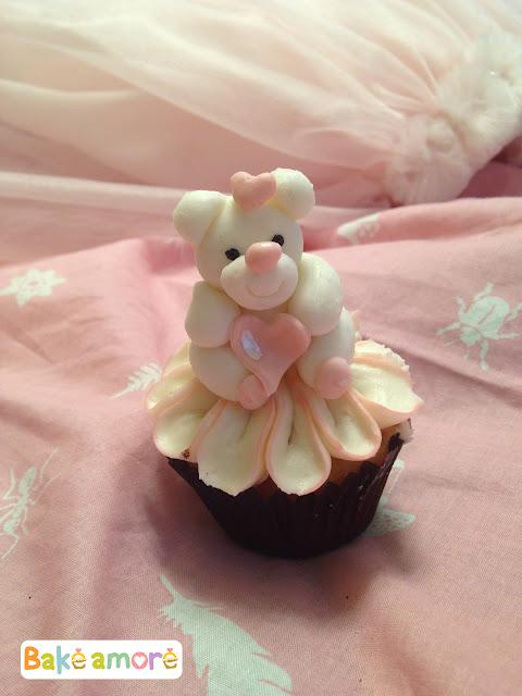 Teddy bear valentine cupcakes