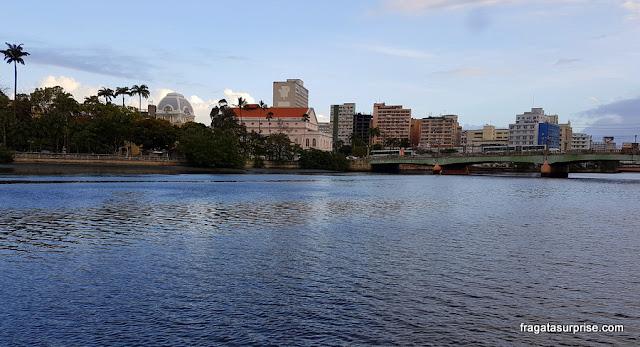 Recife - Teatro Santa Isabel visto em passeio de catamarã pelo Rio Capibaribe