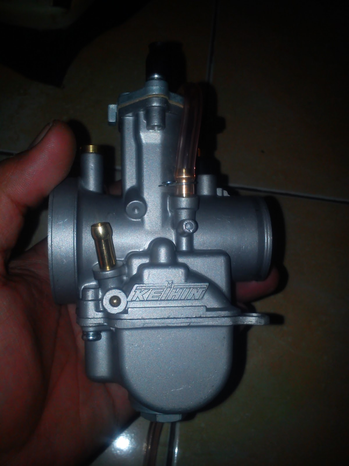 SETENGAH KOPLING: Pasang karburator PWK 28