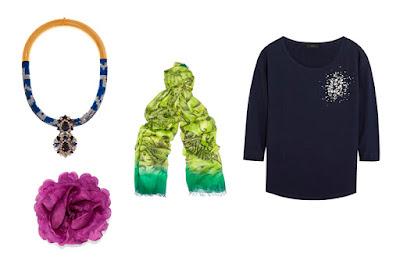 Колье, шарф, брошь и топ с верхним акцентом
