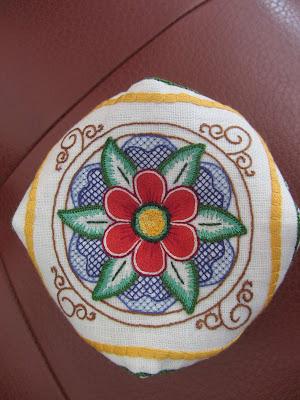 Broderie italienne inspirée de la céramique
