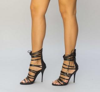 Sandale negre cu barete dese cu toc inalt