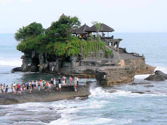 Tanah Lot Bali yang Mempesona