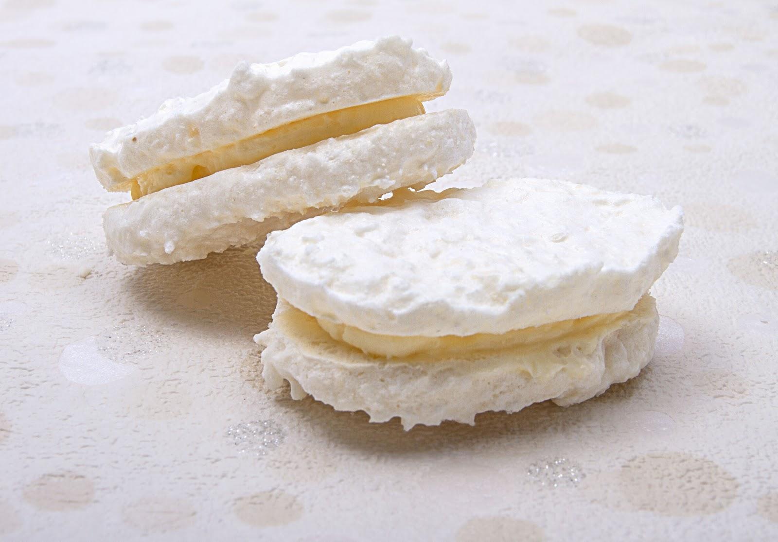 二つの白い菓子