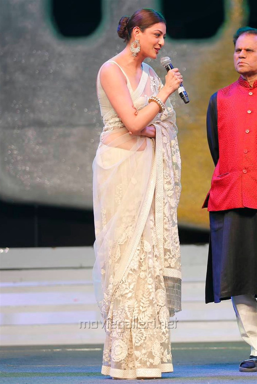 Kajal Aggarwal In Beautiful Designer Saree at Khiladi 150 Meet (4)