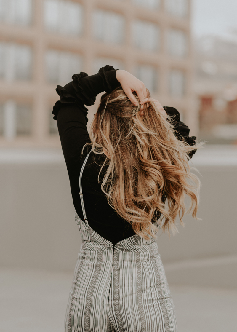 honey blonde, long hair, fashion blogger