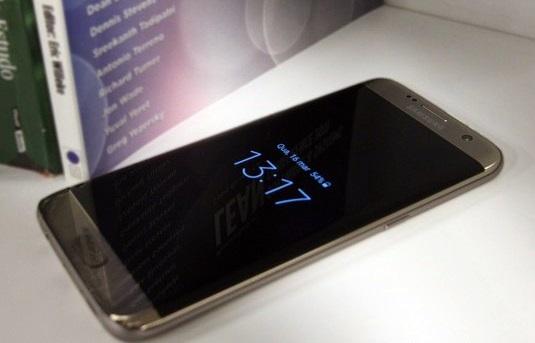 O Galaxy S7 Edge tem resistência à água e pode mergulhar por 30 minutos