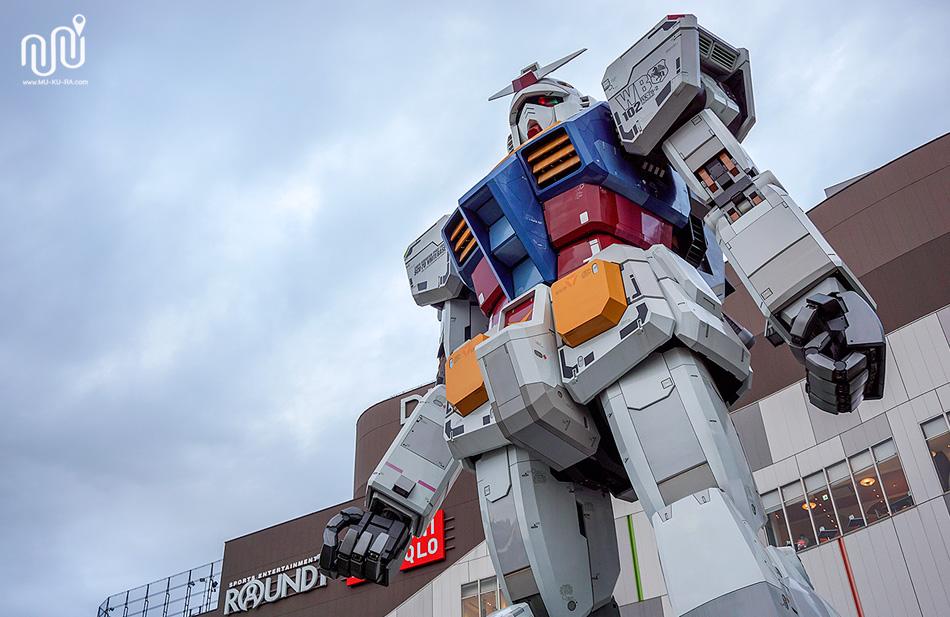 หุ่นยนต์กันดั้ม(Gundam) RX-78-2 หน้าห้างDiver City Tokyo Plaza