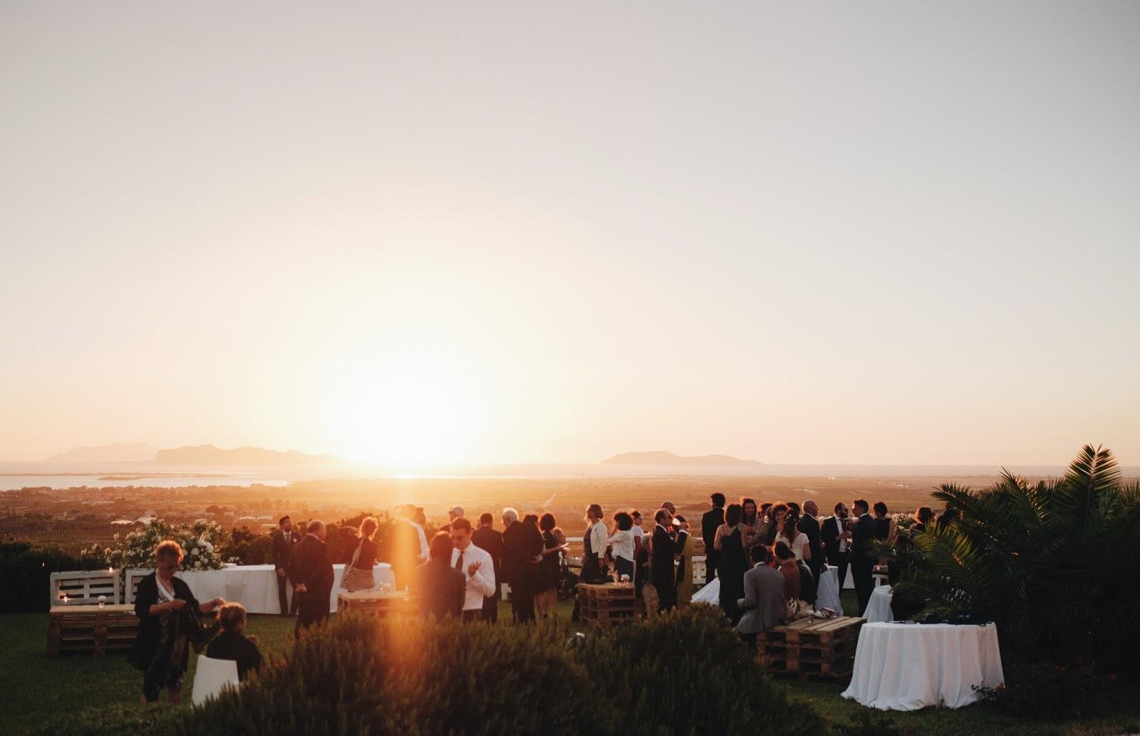 Matrimonio Spiaggia Favignana : Sposine il della sposa un matrimonio di vino in una