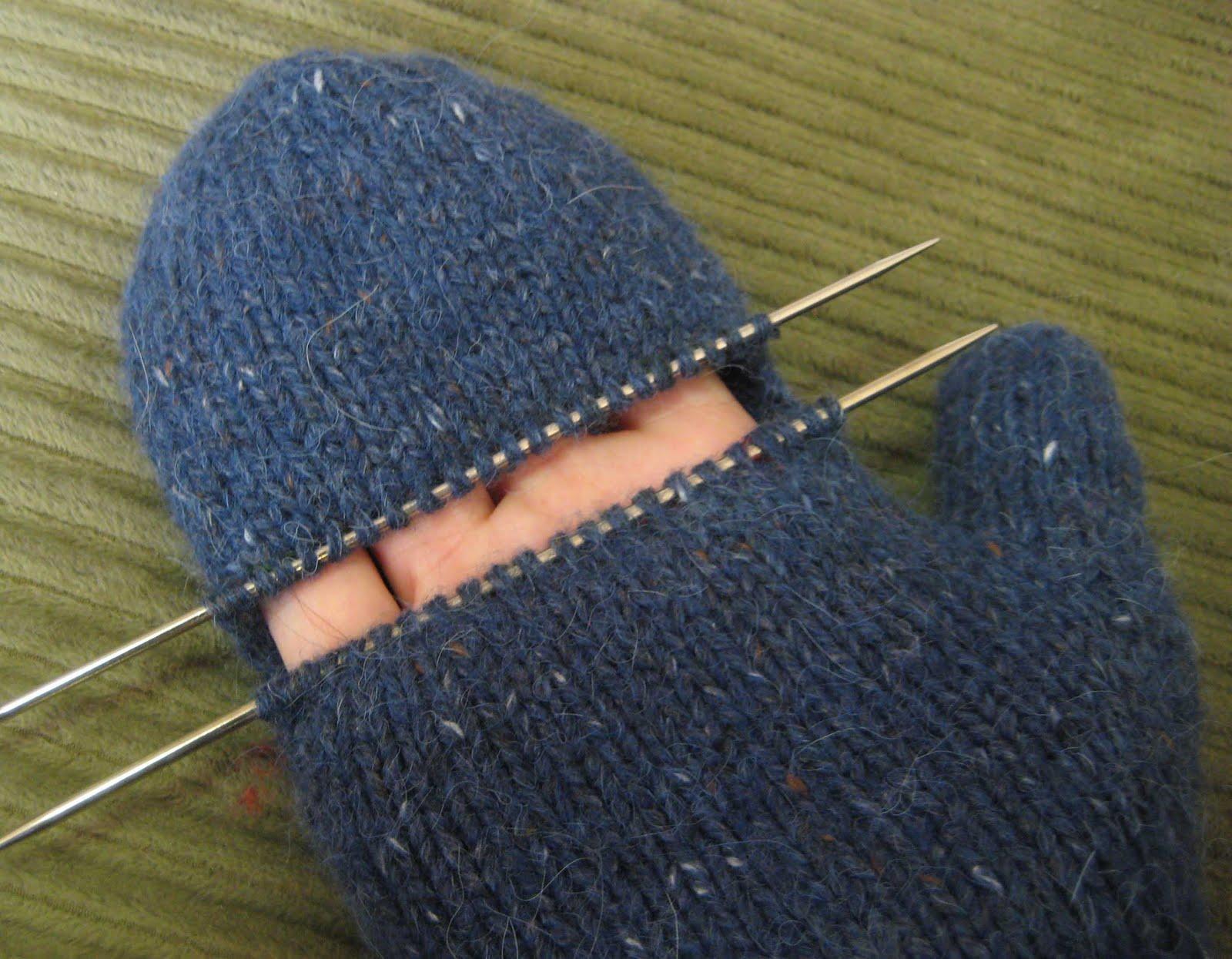 Owl knitted fingerless mitts [free knitting pattern].