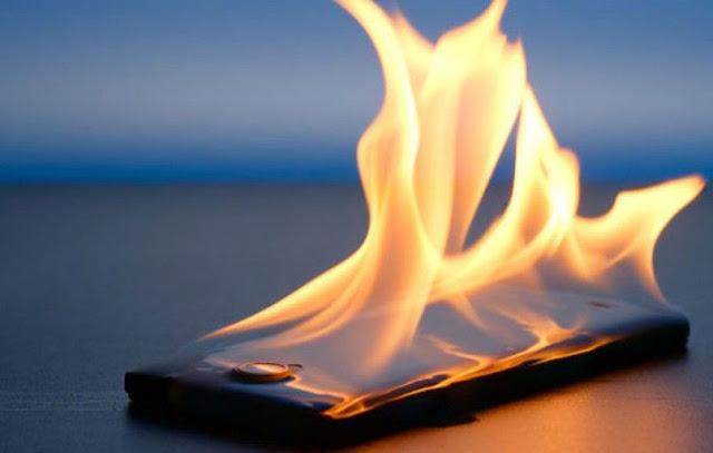 Ternyata inilah bahaya jika menggunakan CASE/CASING/COVER Smartphone dalam jangka waktu yang lama