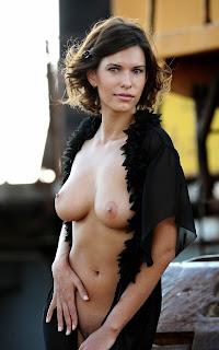 Ordinary Women Nude - Suzanna%2BA-S01-009.jpg