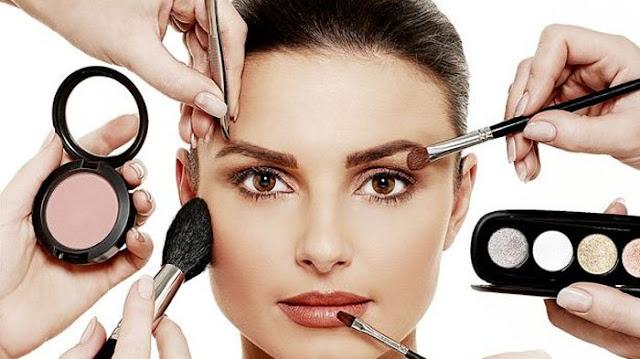 Dengan Make Up, Penampilan Biasa Jadi Luar Biasa