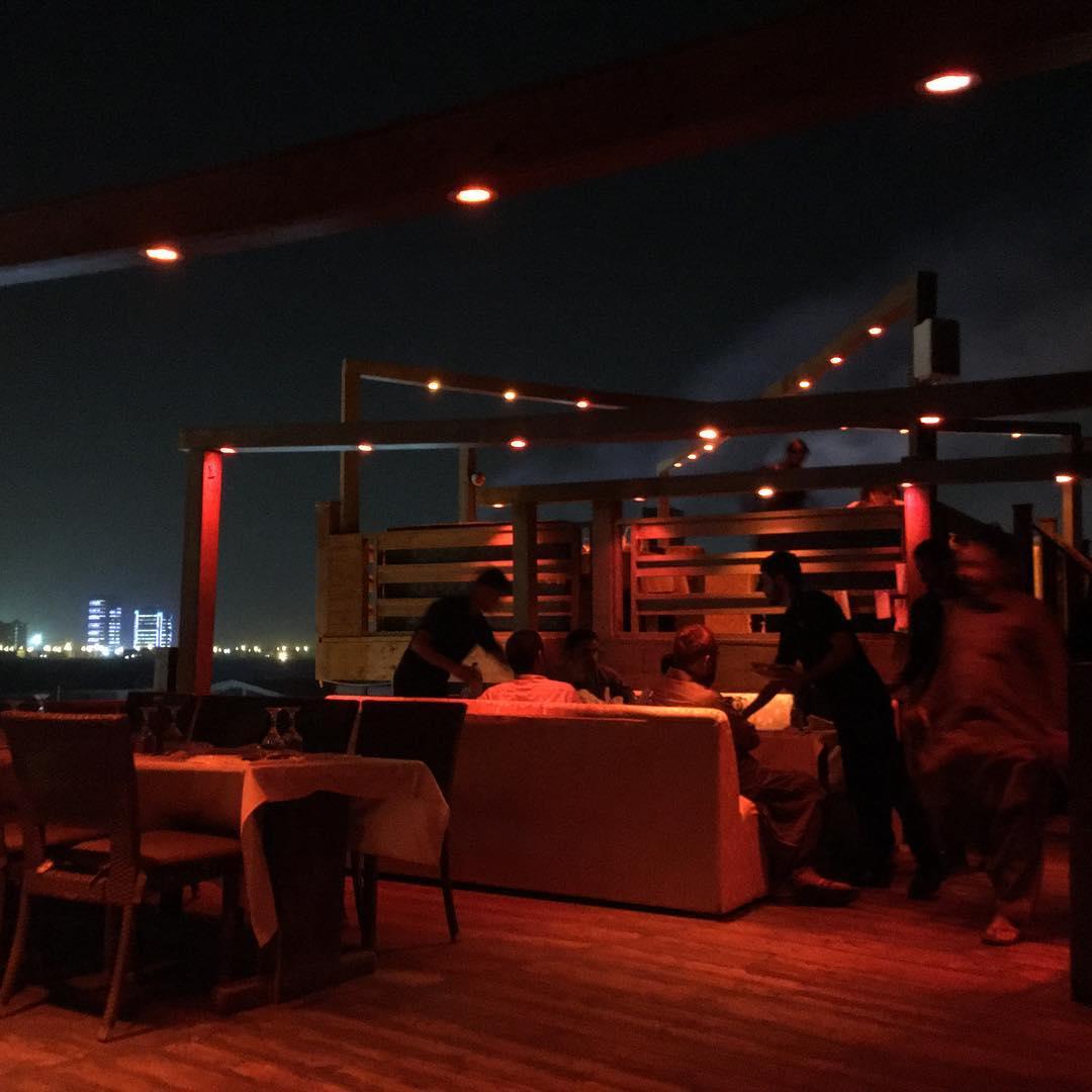bedste dating restaurant i karachi high school girl dating site