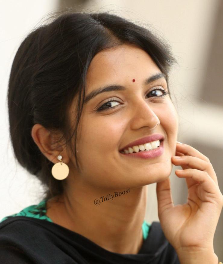 Glamorous Indian TV Girl Priyanka Jain Smiling Face Closeup