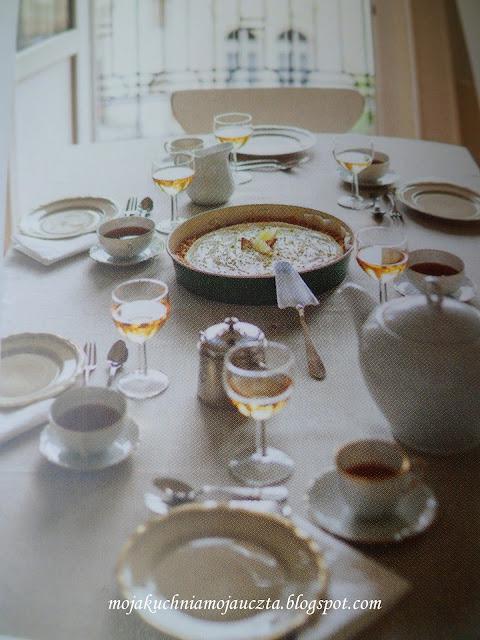 stół nakryty