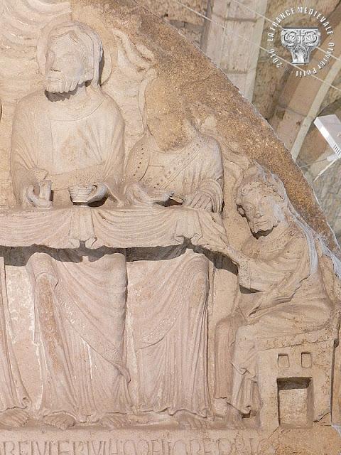 DIJON (21) - Musée archéologique : Tympan de la Cène (XIIe siècle) du dortoir de St Bénigne