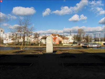 Памятный знак на месте замковой церкви конца ХI века в Минске