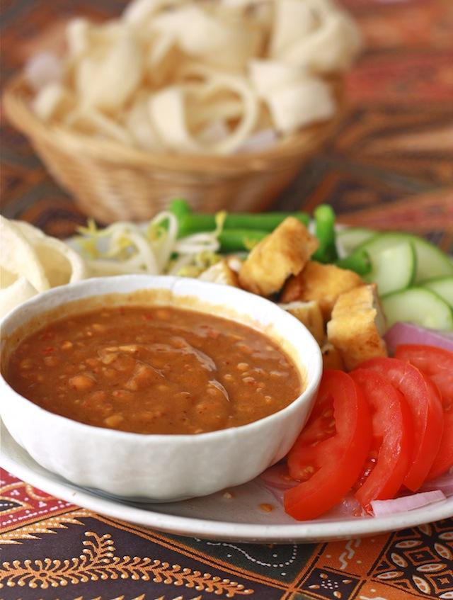 Thai Peanut Sauce recipe by SeasonWithSpice.com