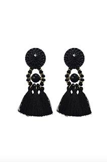 https://prettywire.fr/boucles-d-oreilles/1644-boucles-d-oreilles-pompons-noirs.html