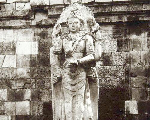 Tinuku Travel Prambanan Temple, the largest Hindu architectural sites in the world in honor the gods Brahma, Vishnu and Shiva