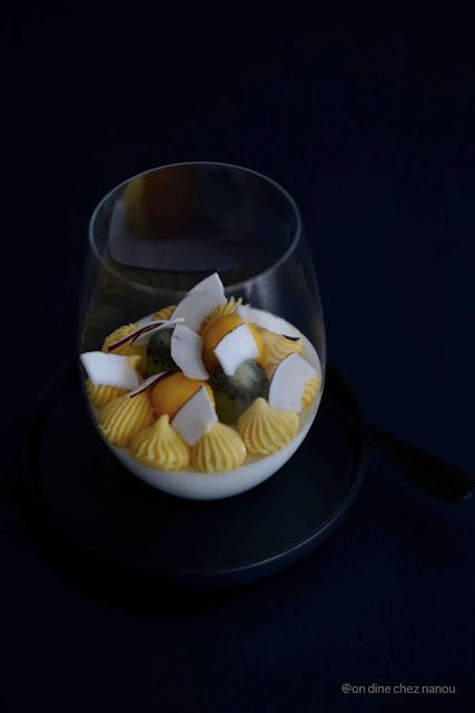 mousse légère , noix de coco , dessert festif , fruit de la passion , fruits exotiques
