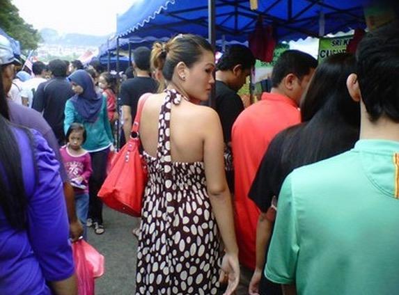 Perempuan Seksi Di Bazar Ramadan