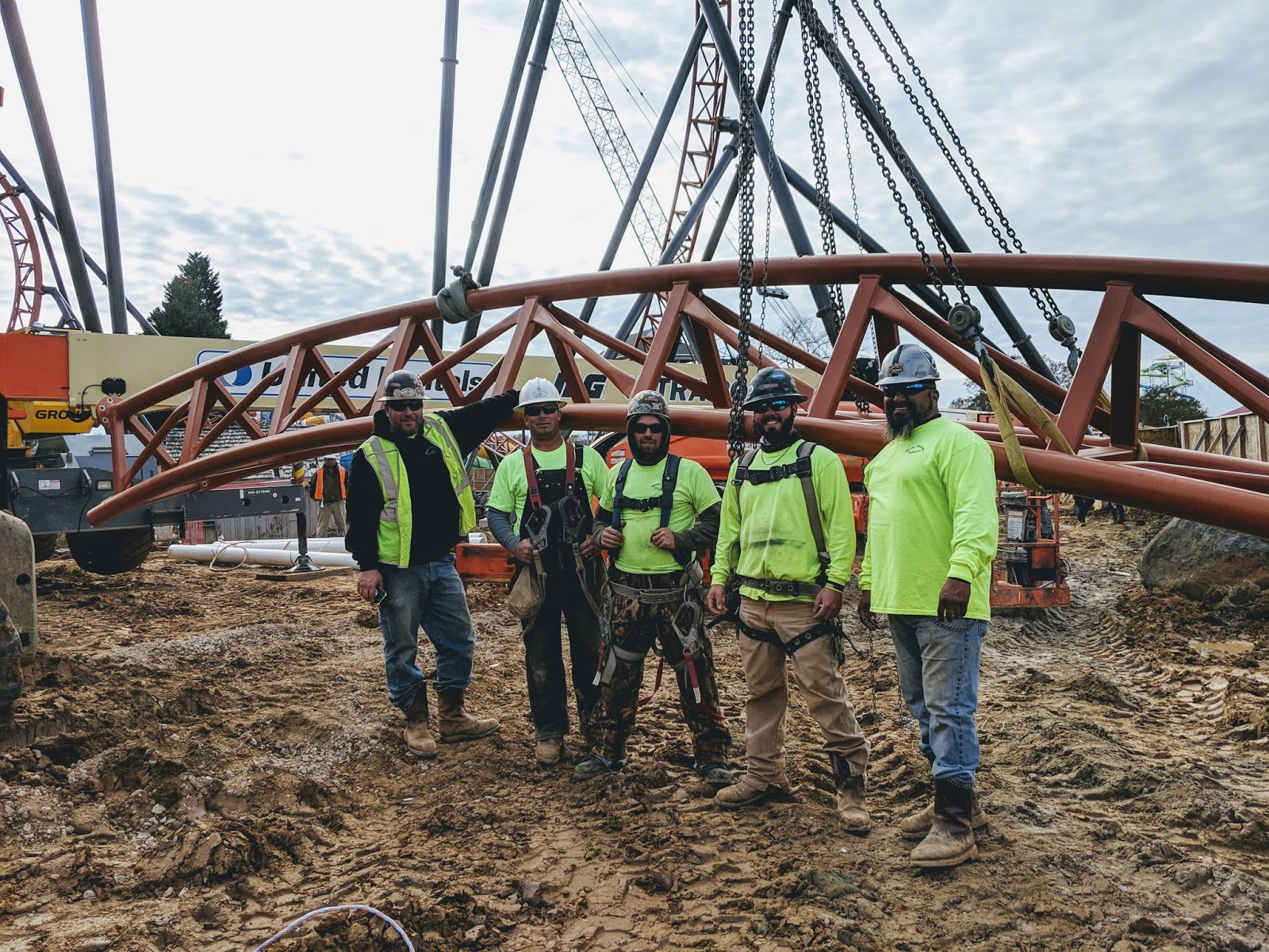 NewsPlusNotes: Carowinds Places Final Piece of Copperhead Strike Track!