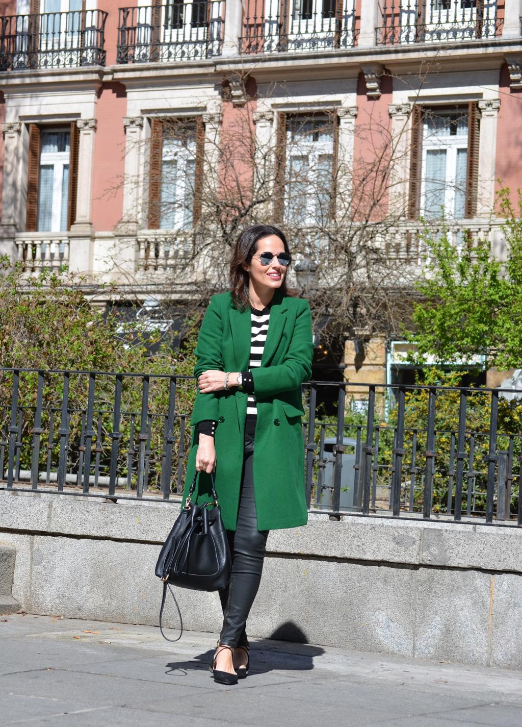 abrigo-verde-zara-look-outfit