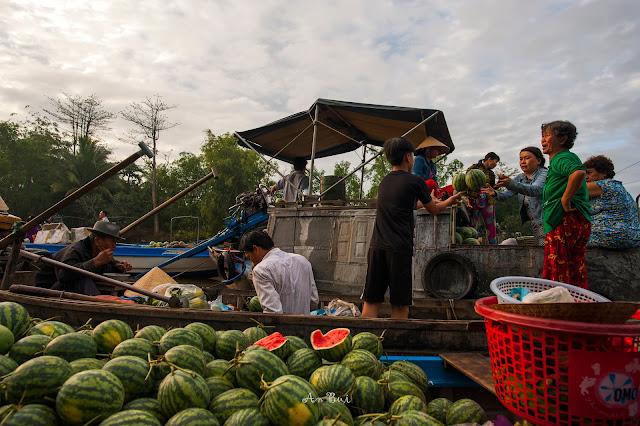 Chợ nổi Phong Điền buổi sớm mai