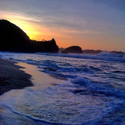 foto sunset di pantai watu ulo