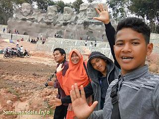 Wisata Patung Relief Empat Marga