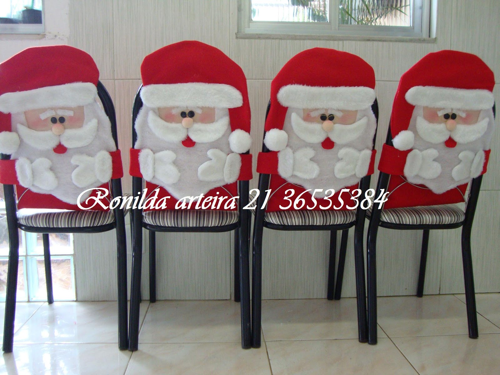 Capa encosto de cadeira natal. Urso papai noel mamãe noel e rena  #8C1724 1600x1200