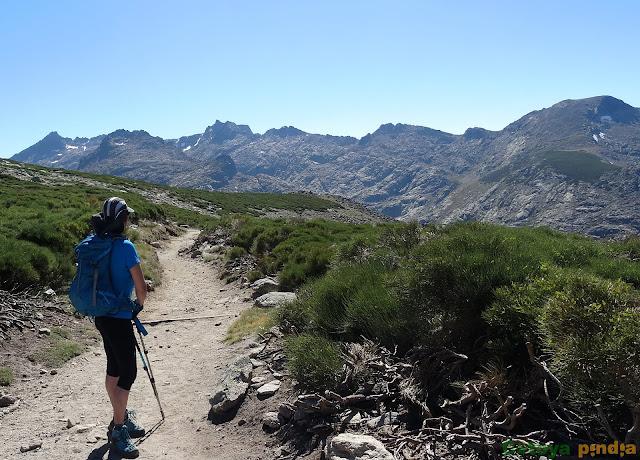 Vistas sobre la Sierra de Gredos en la ruta a La Galana