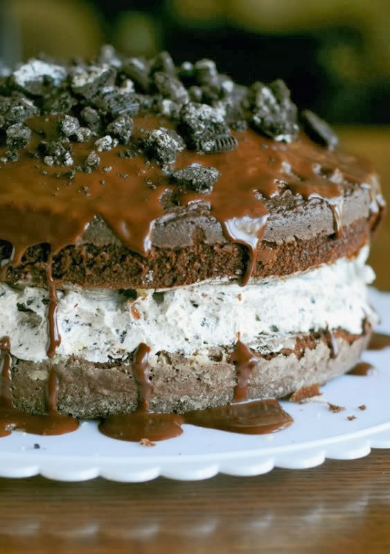 http://dineanddish.net/2009/04/standing-ovation-recipe-chocolate-covered-oreo-cookie-cake/