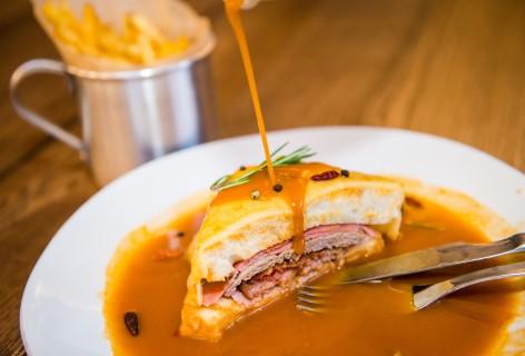 Francesinha Tradição Prato Típico Gastronomia