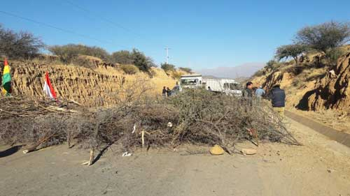 Los bloqueos en Tarija continuarán hasta que la Gobernación anule el decreto del Prosol