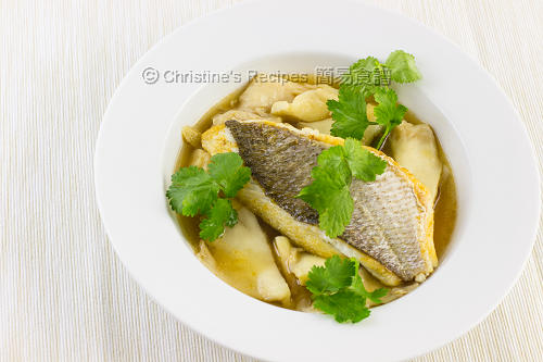 Pan-Fried Snapper and  Oyster Mushroom in Soup02