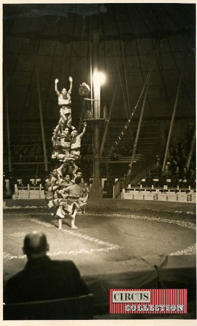 Spectacle la troupe Hadi-Ali  pyramide humaine  cirque Knie