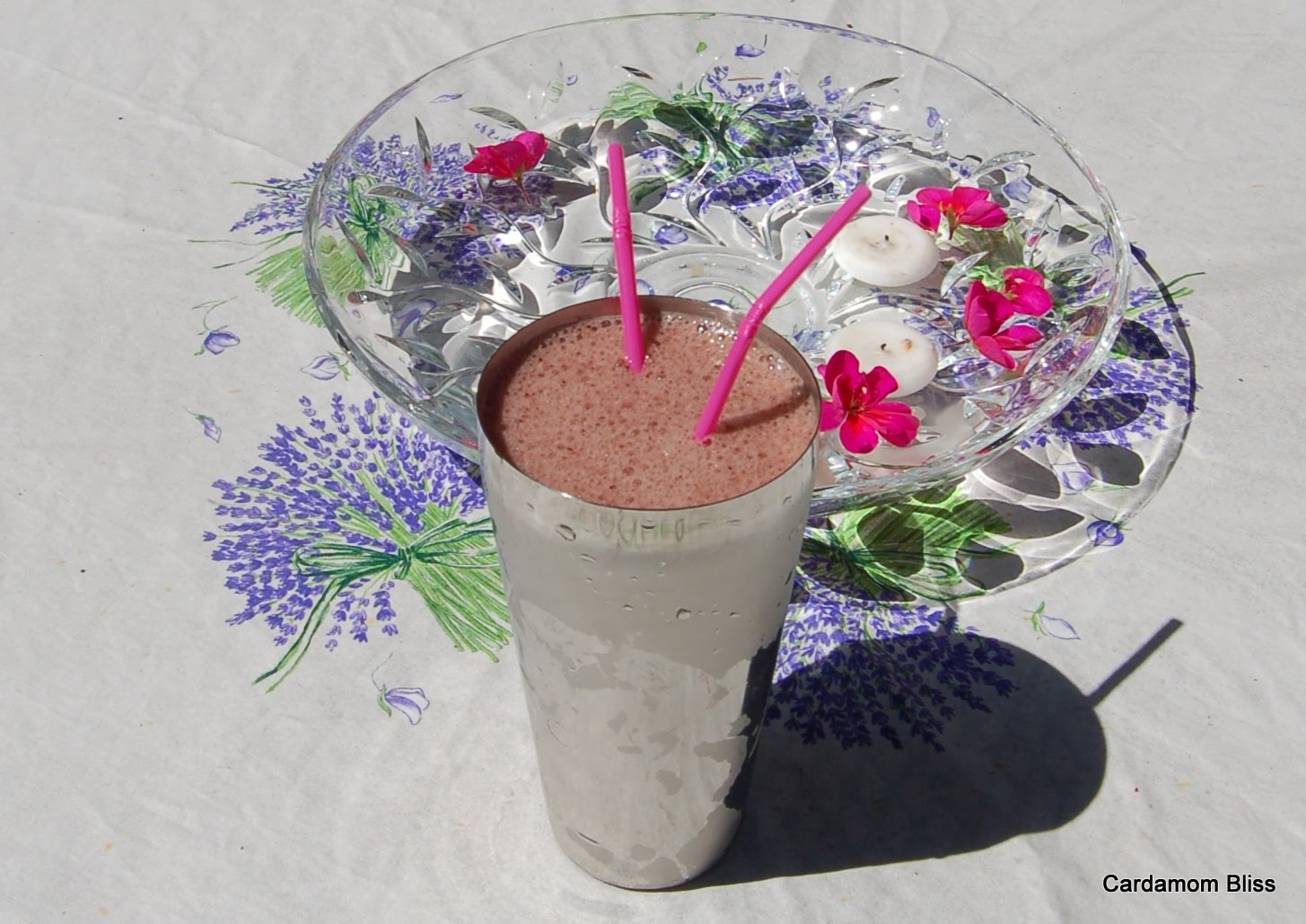 Lettuce, strawberry, blueberry and banana smoothie