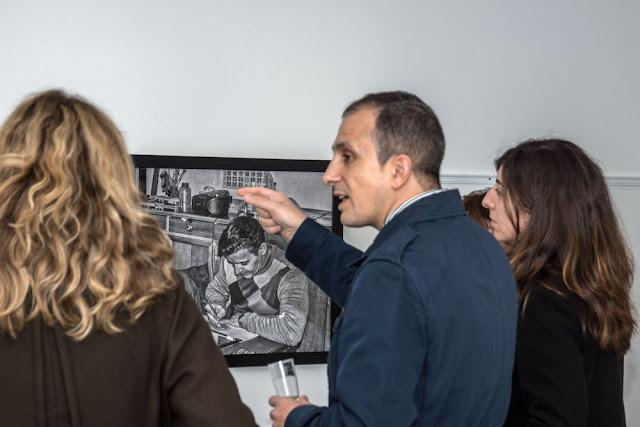 La 2ª teniente alcalde Ana Sala Fdez, galerista Mª Isabel Fdez y el Artista J. Antonio Fontal Álvarez