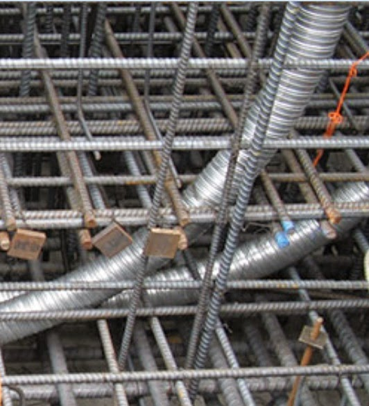 Bundled nonprestressed and prestressed reinforcement in mat foundation