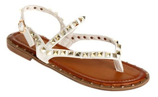 Sandalias, Complemento Indispensable