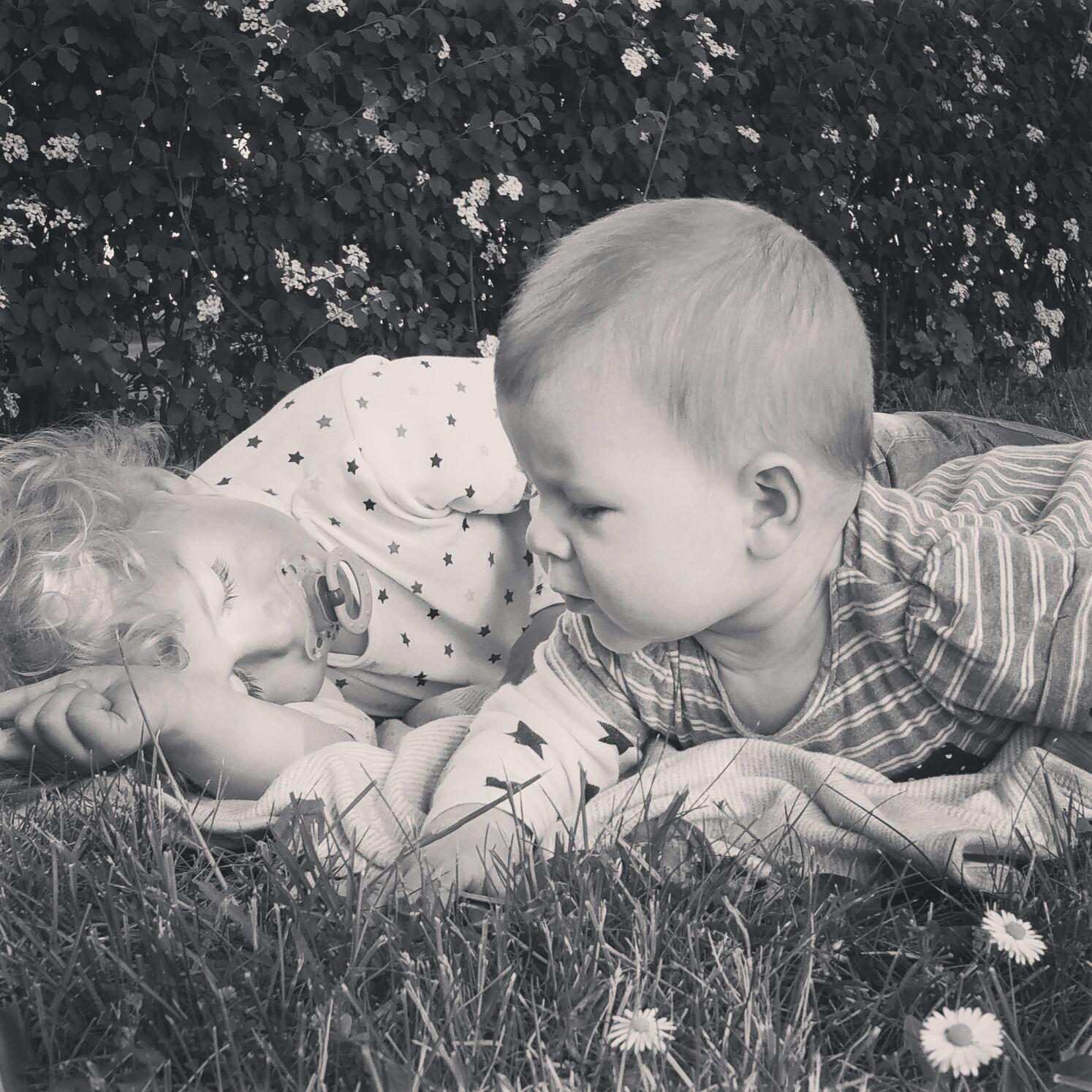 Zwei Kinder Unter Zwei