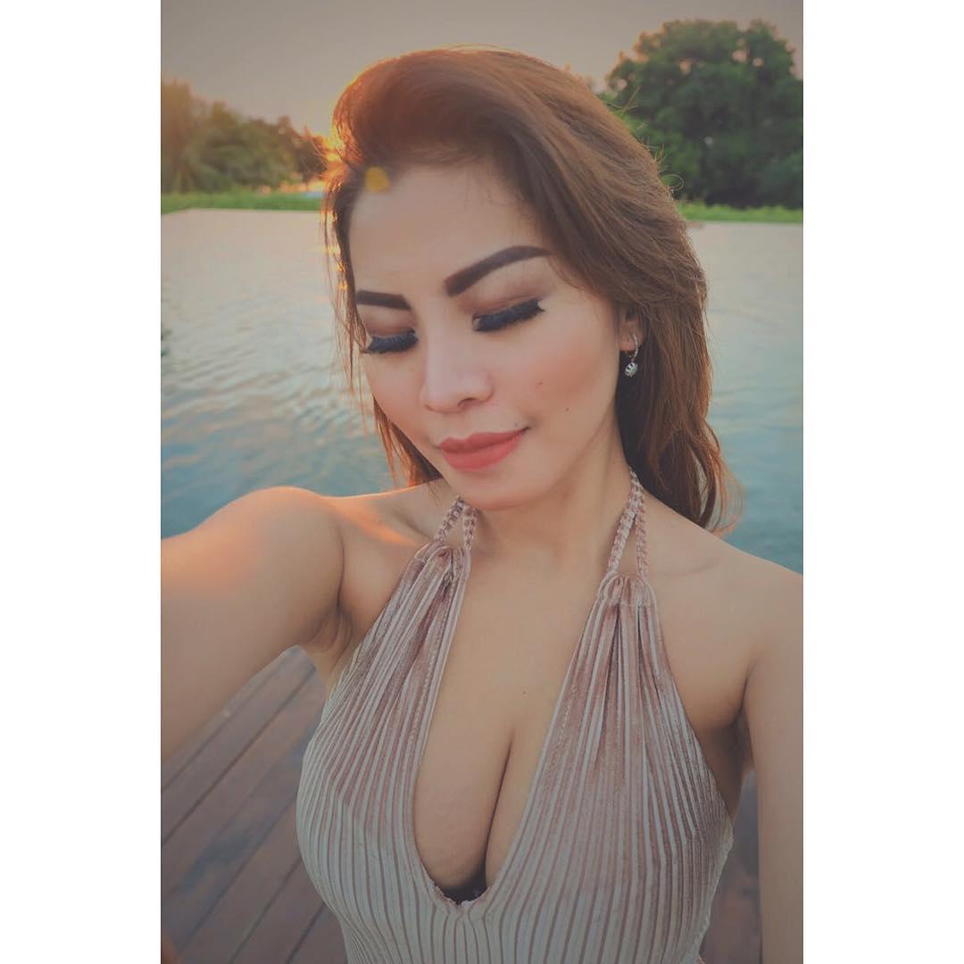 pricyla neva sexy selfie   model sexy indonesia