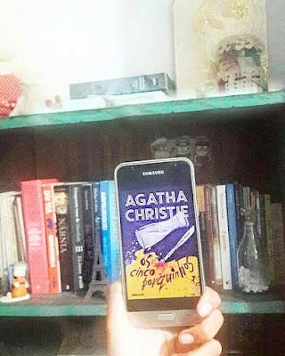 Um dos melhores casos de Hercule Poirot escrito por Agatha Christie , a rainha do crime