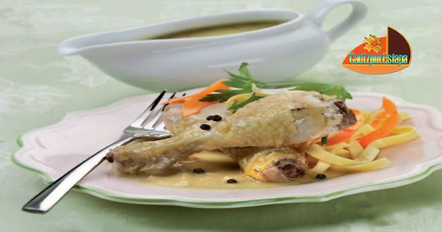 Pollo en salsa roquefort